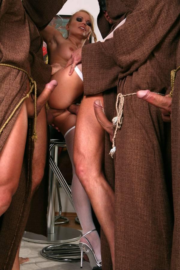 порно монахи и монашки