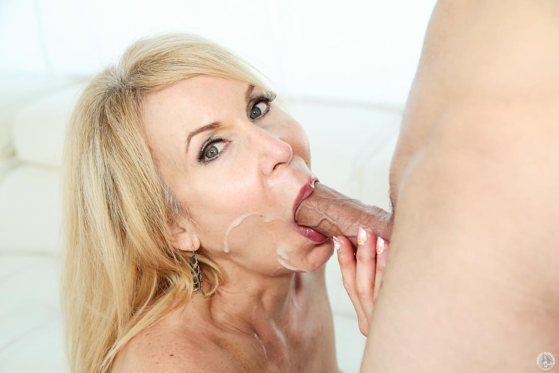 Glory hole multiple creampies